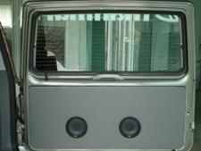 elek. grijano stražnje staklo 5tih vratiju sa ugrađenim zvučnicima